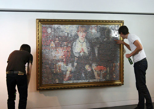 manetone2 Manet painting made of 5,000 pantone chips.