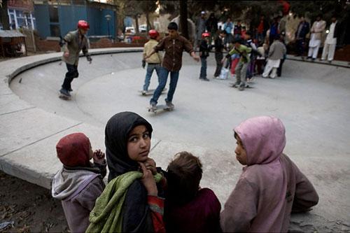 skateistan afghanistan kids introduced to skateboarding