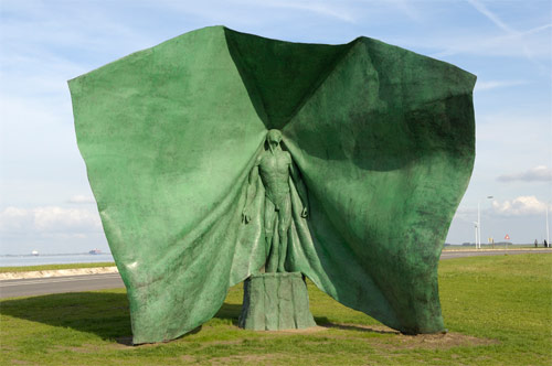 thom puckey artist green sculpture