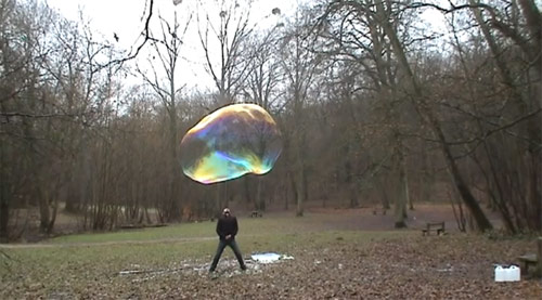 giant soap bubbles Sly Lebulleur