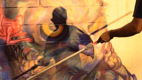 Artist Ekundayo paints Kapahulu Hawaii