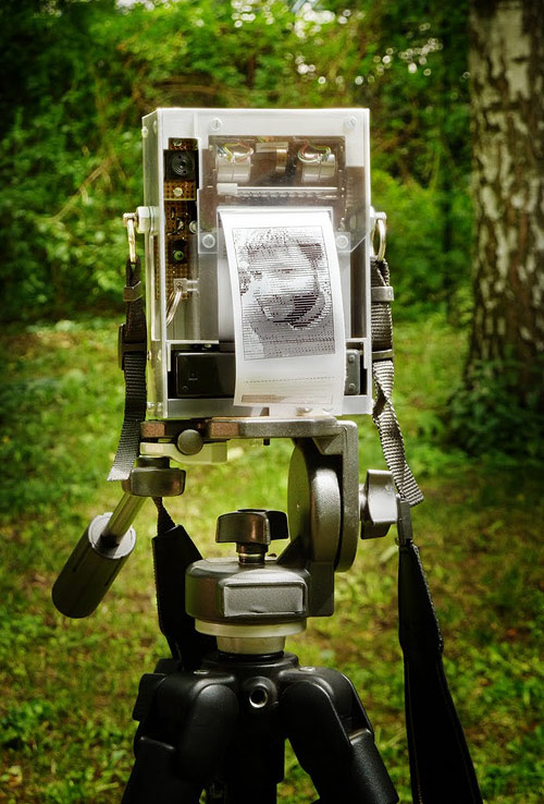Electronic Instant Camera by Niklas Roy