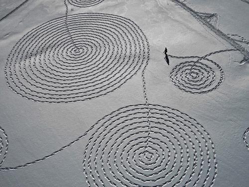 Snow drawing by artist Sonja Hinrichsen