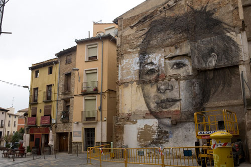 Giant charcoal drawings by Jorge Rodriguez-Gerada