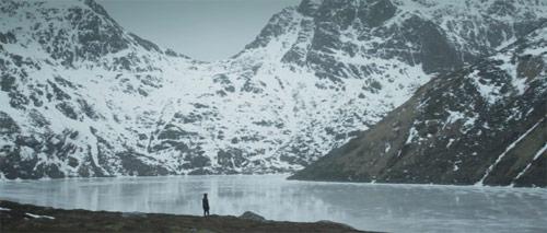 Lars Musschoot surfs in Norway