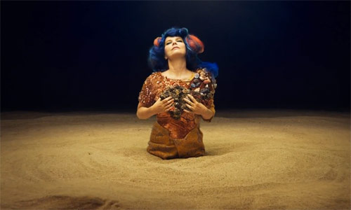 Bjӧrk - Mutual Core music video directed by Andrew Thomas Huang