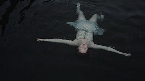 Útidúr Vultures music video