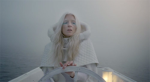 iamamiwhoami-fountain-1