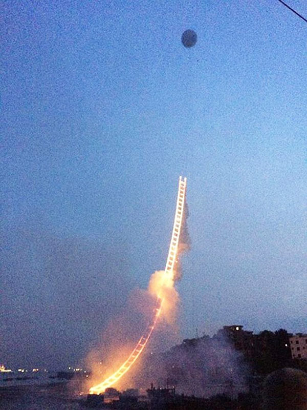 firework-sky-ladder-05