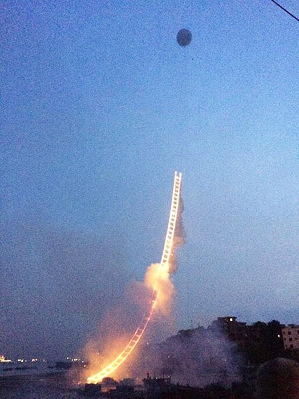 firework-sky-ladder-05