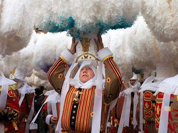 carnaval-of-binche-belgium_91770_990x742