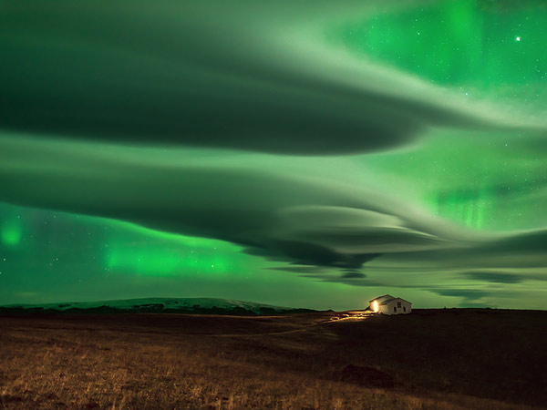 clouds-northern-lights-iceland_92304_990x742