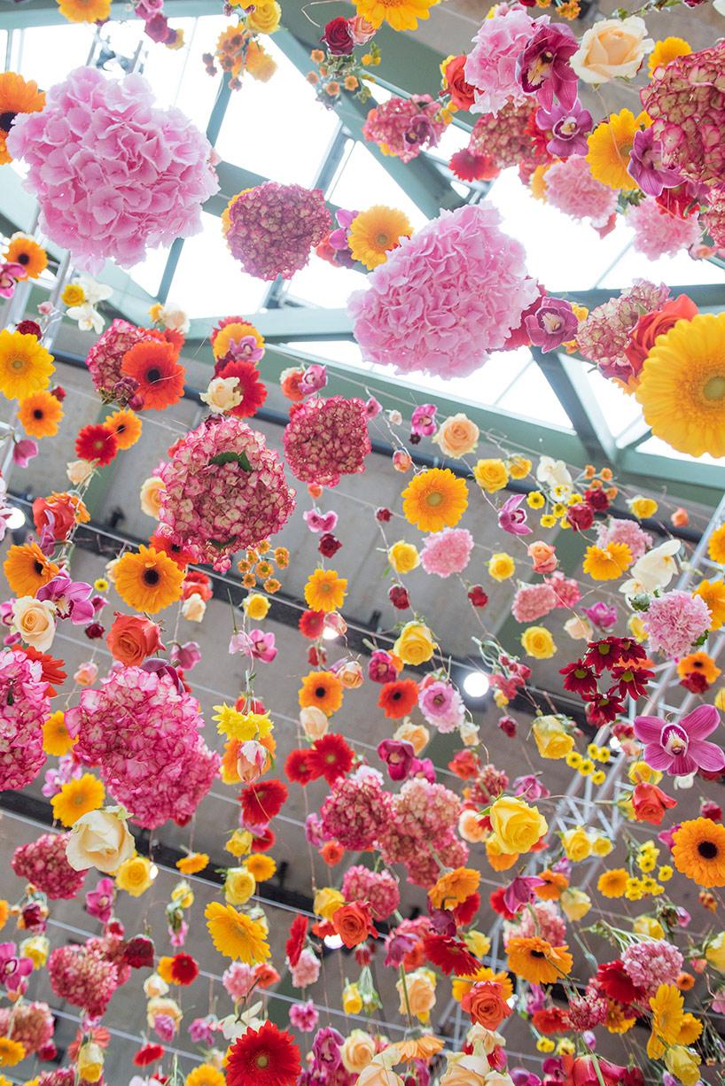 Artist Rebecca Louise Law's Hanging Installation of 30,000 Flowers – BOOOOOOOM! – CREATE * INSPIRE * COMMUNITY * ART * DESIGN * MUSIC * FILM * PHOTO * PROJECTS