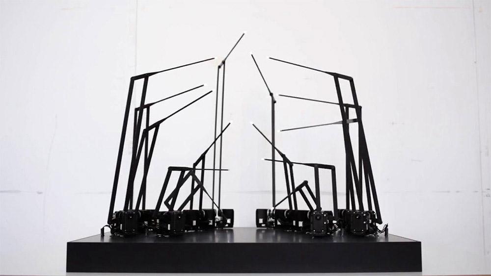 Spider-like Kinetic Sculpture Mimics Human Movement – BOOOOOOOM! – CREATE * INSPIRE * COMMUNITY * ART * DESIGN * MUSIC * FILM * PHOTO * PROJECTS